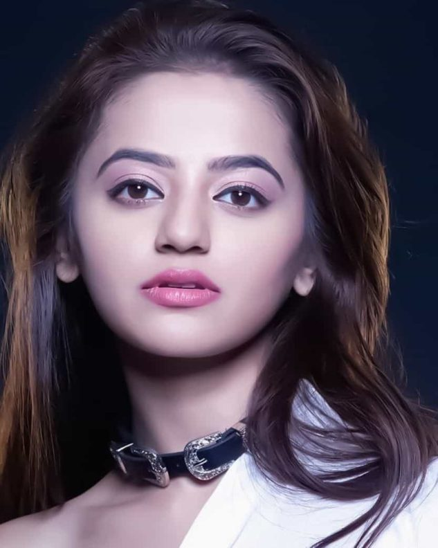 Helly Shah Age, Height, Family, Wiki And More