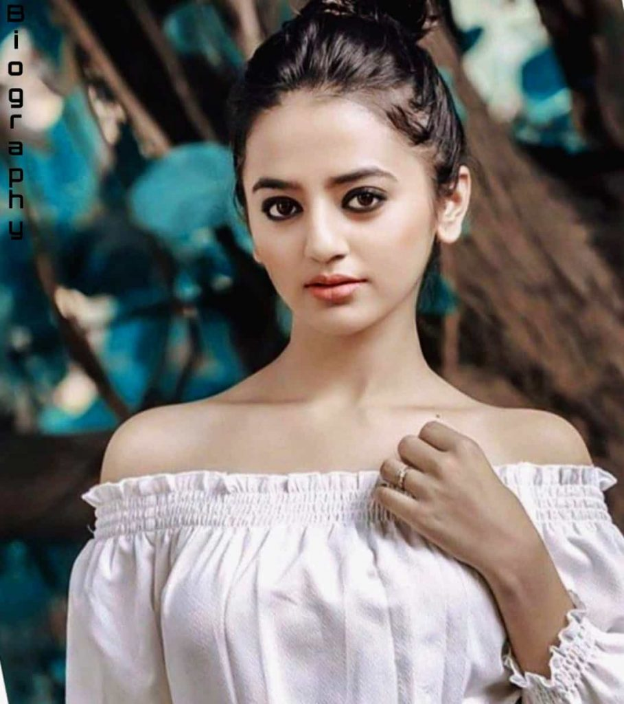 Helly Shah images
